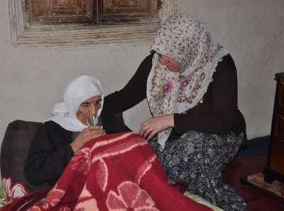 110 yaşındaki kayınvalidesine bakan gelin Bitlis'te 'Yılın Annesi' seçildi