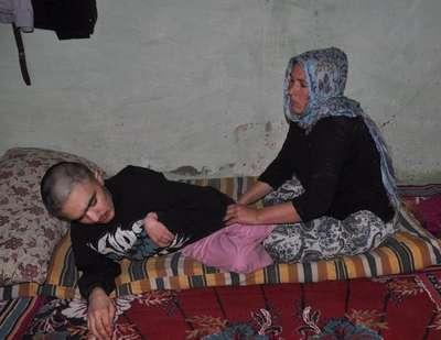 19 yıldır engelli oğluna bakan anne: Ona bir şey olursa ben de ölürüm