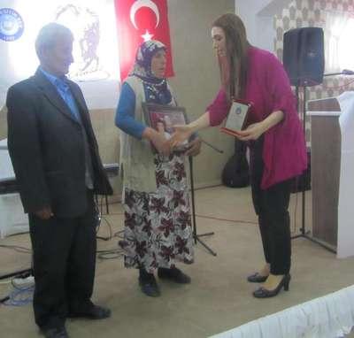 Ermenek'te madenci 2 oğlunu da yitiren anne, 'Yılın Annesi' seçildi