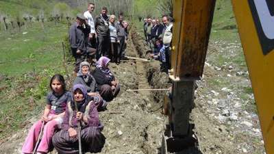 Köylülerden su kaynaklarından villalar için su alınmasına tepki