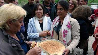 Selvi Kılıçdaroğlu, Anneler Günü'nde Tunceli'deki annesinin mezarını ziyaret etti