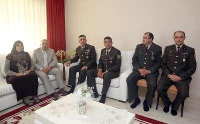 Genelkurmay'dan 'Anneler Günü' sürprizi: Bursalı anne 4 asker oğlu ile buluştu