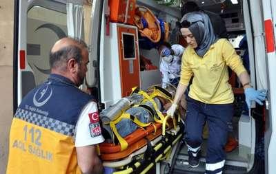 Kamyonet kasasından düşerek yaralandı