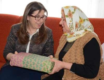 Sinop'un kadın Valisi'nden 6 kız çocuk annesine ziyaret