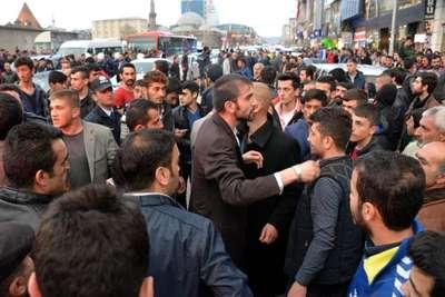 Erzurum'da HDP seçim otobüsüne saldırı