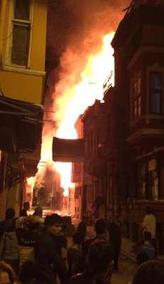 (FOTOĞRAF) Balat'ta yangın...