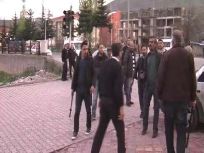 Tatvan'da 2 aile arasında çıkan kavgada 1 kişi yaralandı