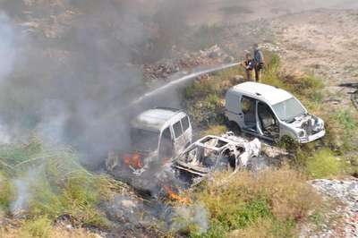 Hurda araçlar alev alev yandı