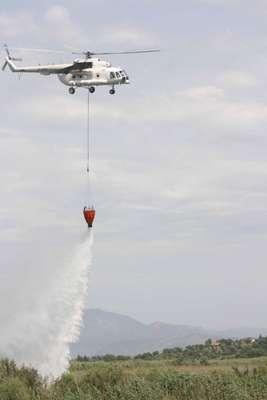 Yıldırım düşen Köyceğiz Gölü'nün sazlık alanında yangın