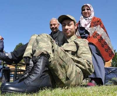 Sivas'ta engellilerin 1 günlük askerlik sevinci