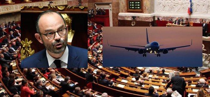 Fransa, başbakanın seyahatini tartışıyor