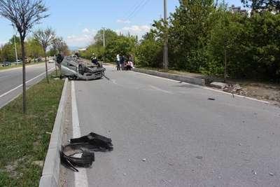 Takla atan otomobilden kurtuldu, hasara üzüldü