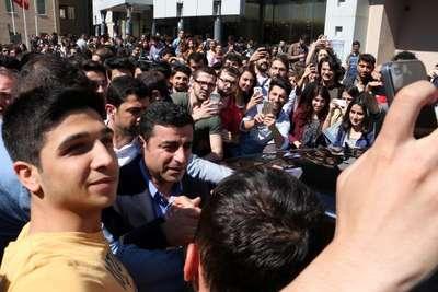 Fotoğraflar//Demirtaş Boğaziçi öğrencileriyle buluştu