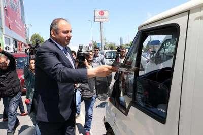 Fotoğraflar// MHP İstanbul İl Başkanı afişlerinin sökülmesiyle ilgili basın toplantısı yaptı
