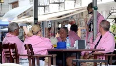 Bodrum'da güneşe aldanan turistler zor anlar yaşadı
