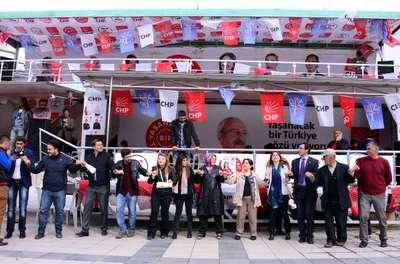 CHP'liler Seçim Kurulu'nun kararını halayla kutladı