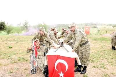 Şanlıurfa'da 30 engelli bir günlüğüne asker oldu
