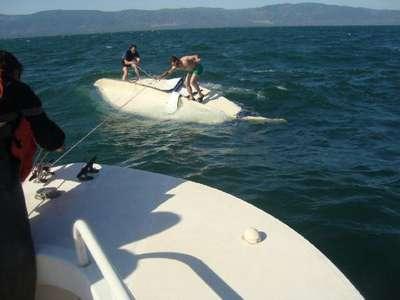 Alabora olan teknedekileri jandarma kurtardı