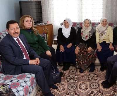 Vali Balkanlıoğlu, üçüz nineleri ziyaret etti