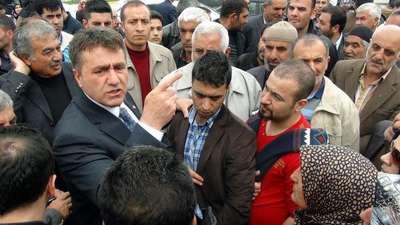 Erzurum'da konutzedelerin eylemine MHP adayı destek verdi
