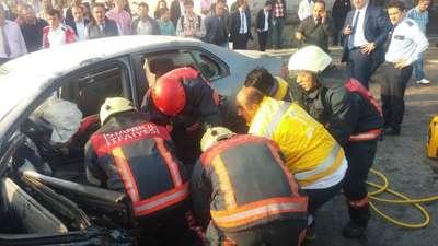 İETTotobüsü ile otomobil kafa kafaya çarpıştı: 1 ölü, 1 ağır yaralı