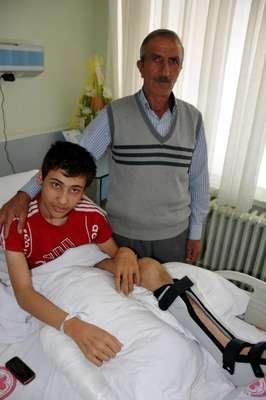Engelli torununu büyütüp, yürümesi için ameliyat ettirdi