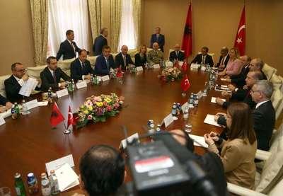 Cumhurbaşkanı Erdoğan Arnavutluk'ta heyetler arası görüşmelerde bulundu