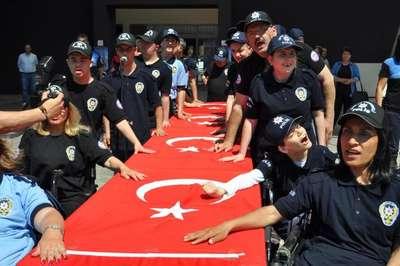 Engelliler, yemin edip 1 günlük polis oldu