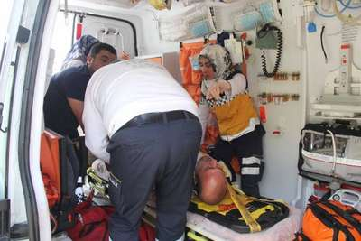 Kamyona çarpan motosikletteki polis memuru yaralandı