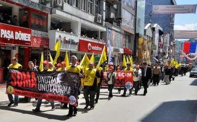 Soma'da ölen 301 maden işçisi Zonguldak'ta anıldı
