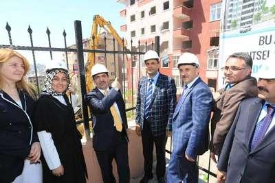 Bakan Güllüce tesis açtı davullu zurnalı yıkıma katıldı