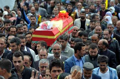 HDP'li Yüksekdağ, Van'da YPG'li cenazesine katıldı