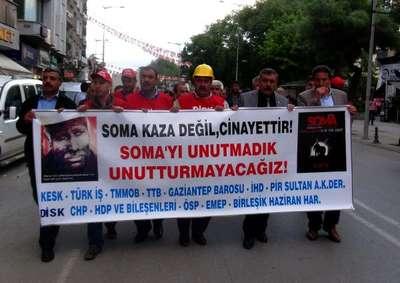 Gaziantep'te STK üyeleri Soma'da ölen madenciler için yürüdü