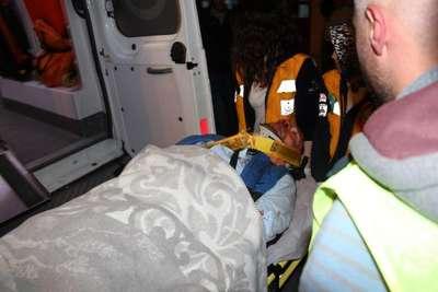 Tıraşlama yapılan dağda heyelan: 80 metre yüksekten devrilen kamyondaki 2 kişi kurtarıldı