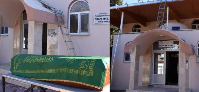 Almanya'dan tabut geldi cami açıldı