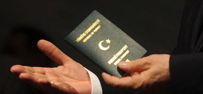 Konsolosluk pasaportuna el koydu