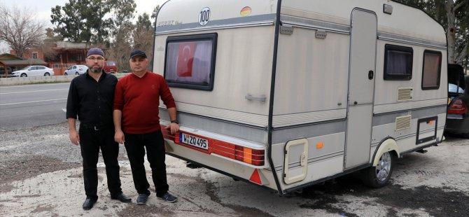 Gurbetçi karavanını 'Mehmetçik'e bağışladı