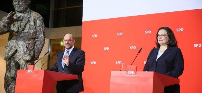 Anketlerde SPD ile AfD başa baş çıktı