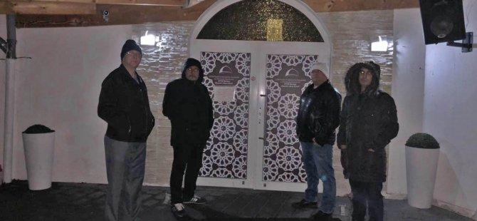 Bir grup Türk camilerde nöbete başladı