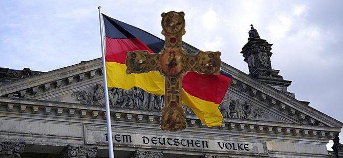 Bavyera'da resmi binalara haç zorunluluğu