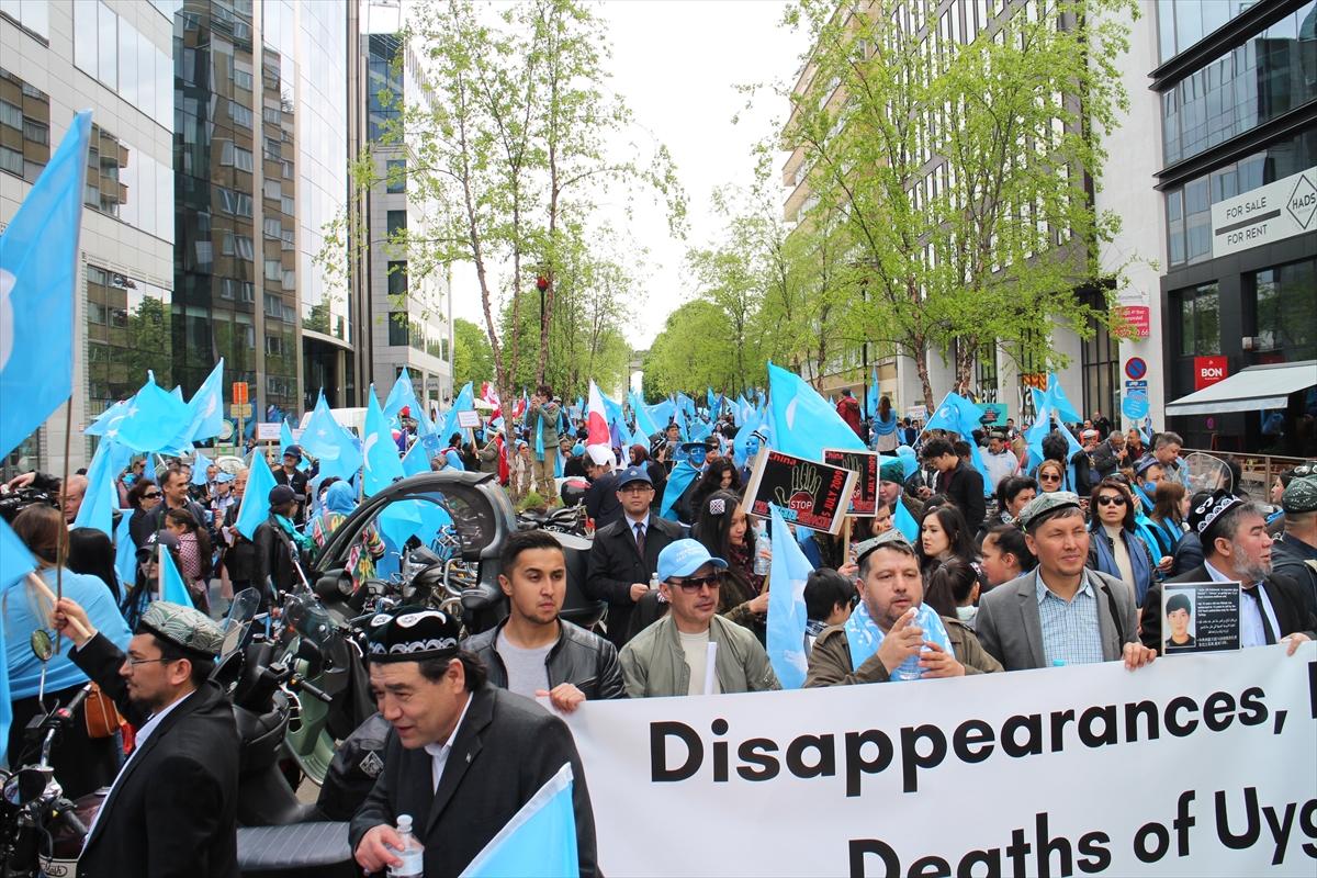 Brüksel'de Uygurlara destek gösterisi