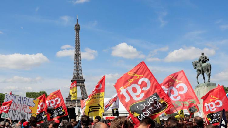 Macron'a karşı sokağa sokağa dökülüyorlar