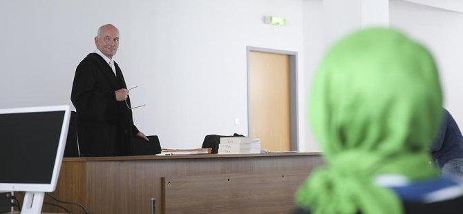 Başörtülü diye mahkemeden çıkarılmıştı