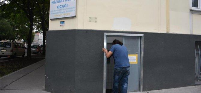 Kapatılan Türk camisi ibadete açıldı