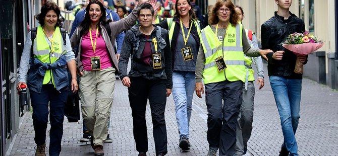 Mültecilere destek için 40 kilometre yürüdüler