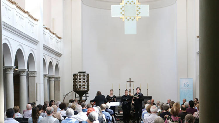 Mozart ile Dede Efendi kilisede buluştu