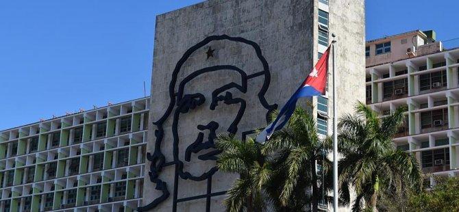 Trump'tan Küba seyahat yasağı