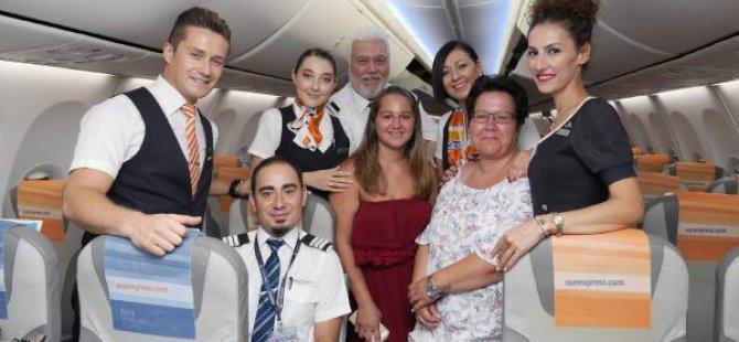 Uçakta doğan Jasminen'e 18 yaş sürprizi