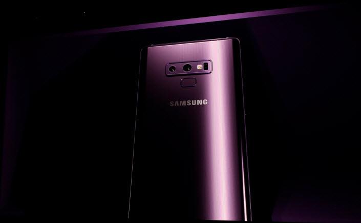 Samsung bombayı patlattı