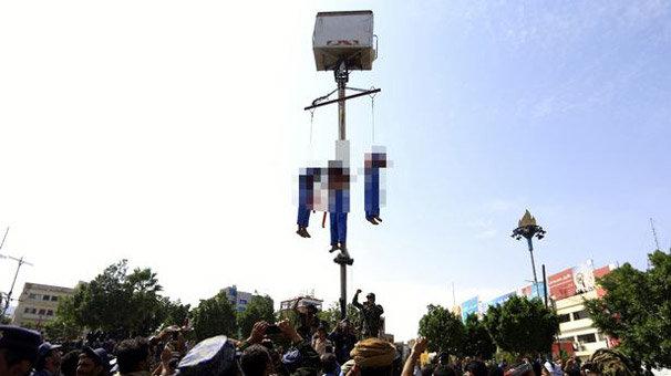 Tacizcileri meydanda astılar